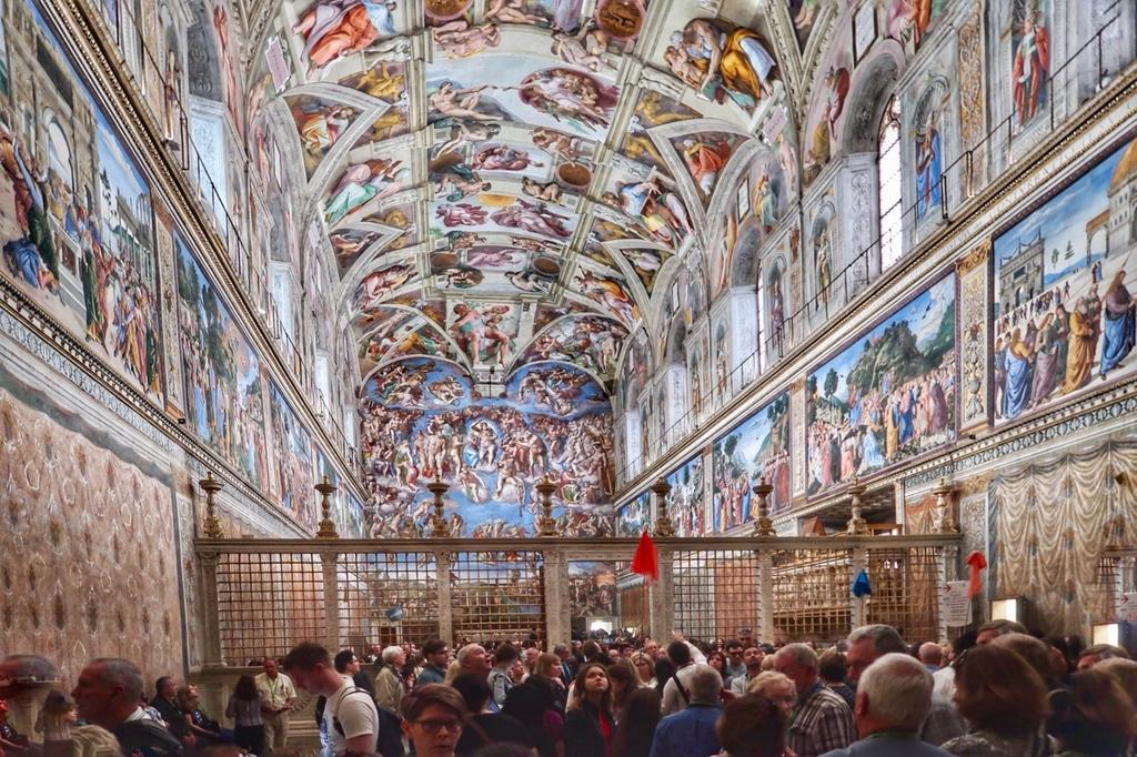 sistine-chapel-crowds