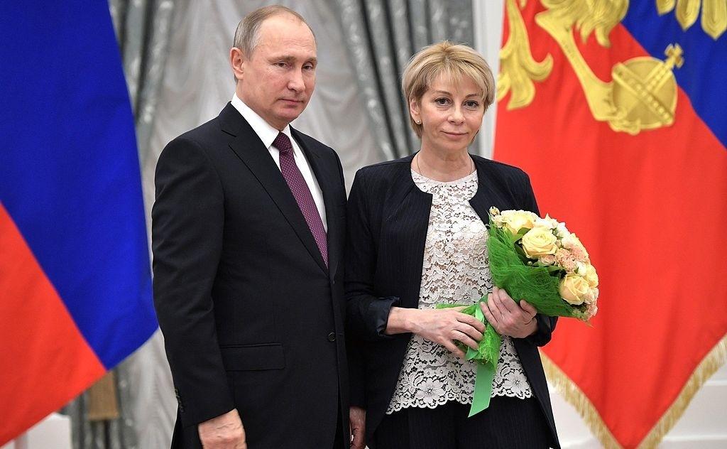 Vladimir_Putin_and_Elizaveta_Glinka__2016-12-08__01